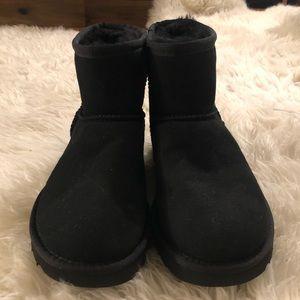 Women's Black Mini II Ugg Boots - Size 6